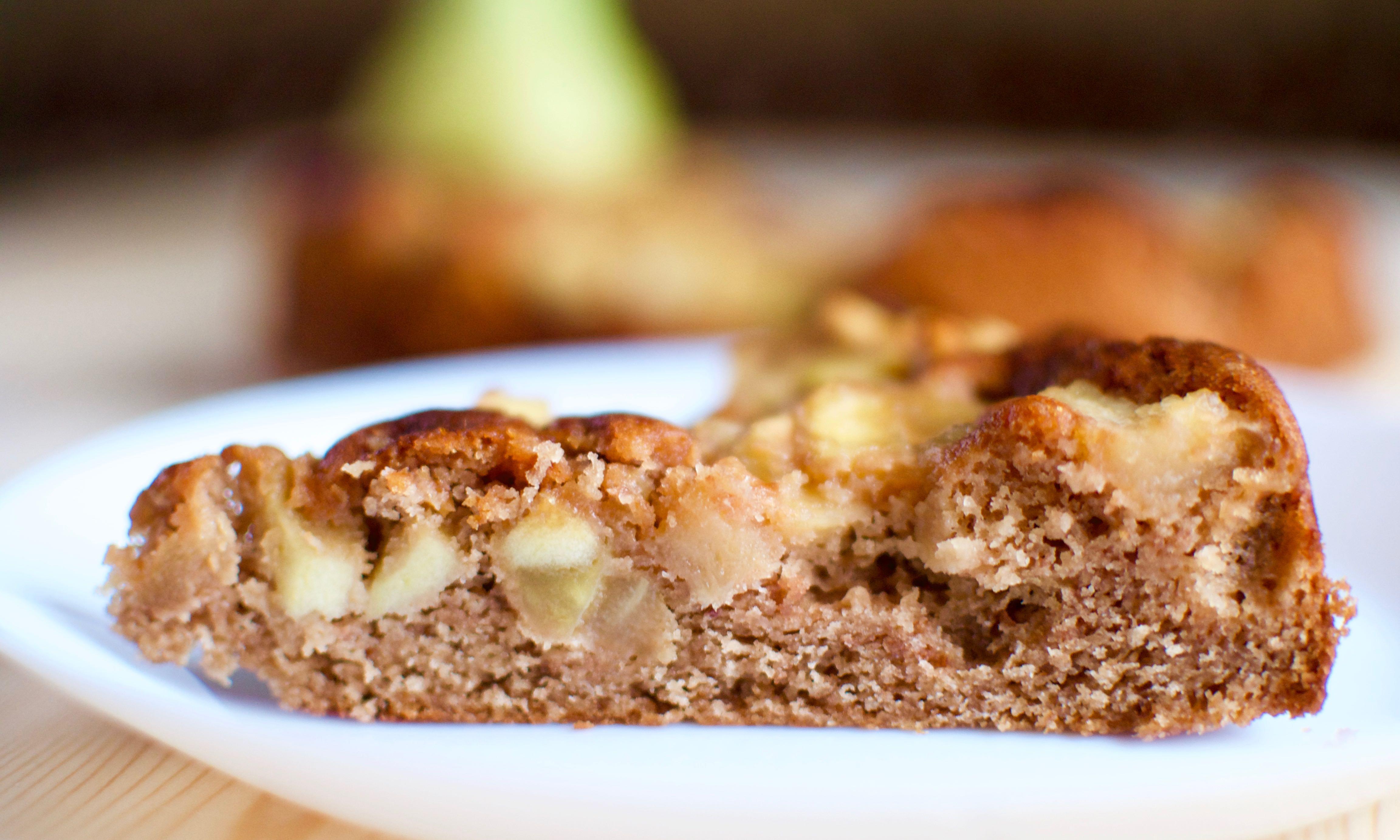 Шоколадный пирог с карамельными грушами