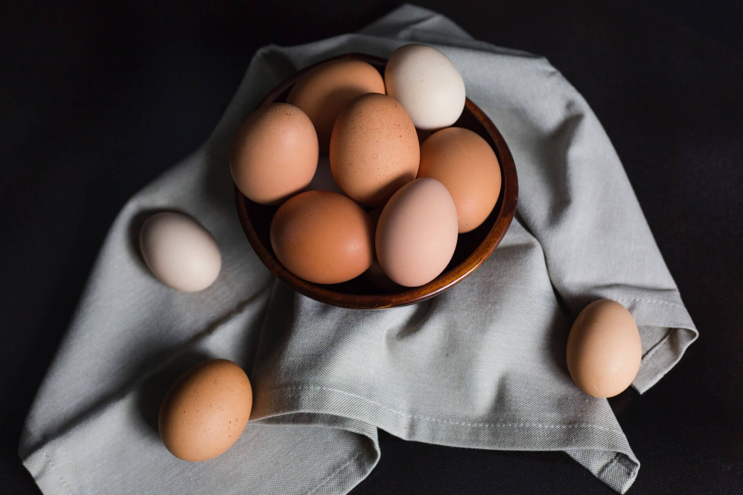 Как выбирать куриные яйца: виды, маркировка, отличия по цвету скорлупы и другая полезная информация