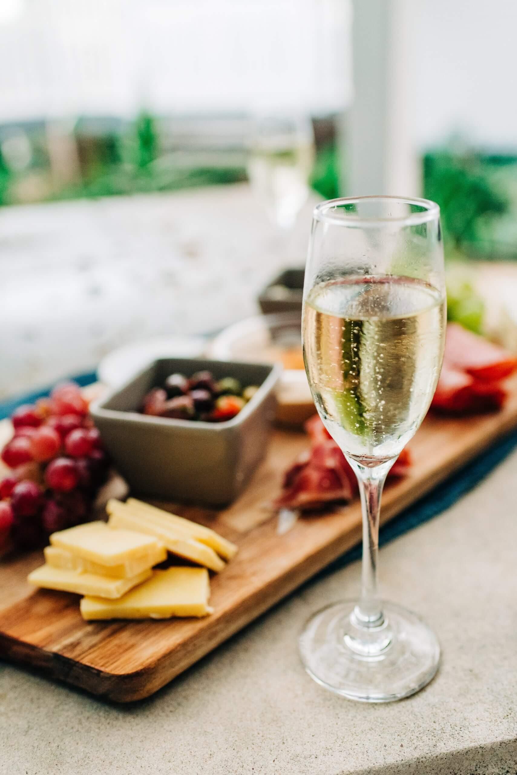 Как правильно выбрать вино к блюдам и наоборот: разбираемся в деталях